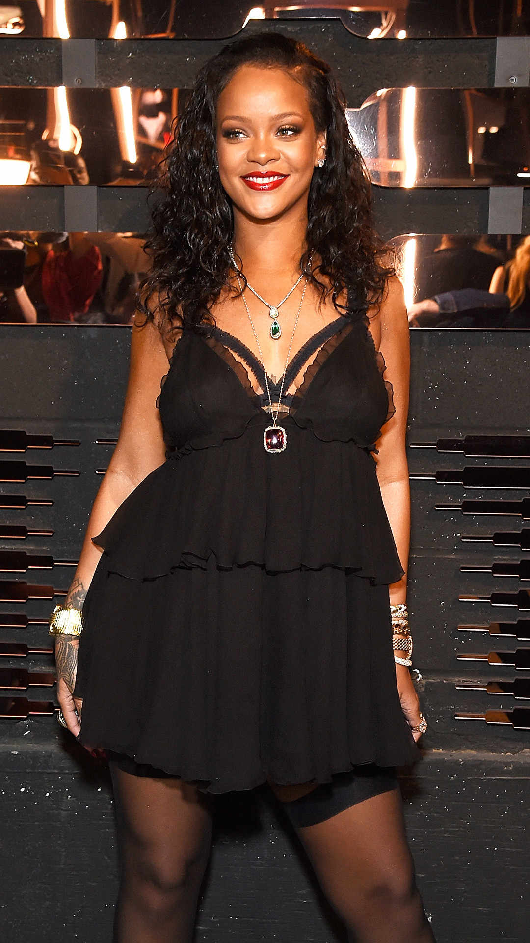 Surprise That Rihanna Has Prepared For Meghan Markle And Prince Harry Hollywoodgossip