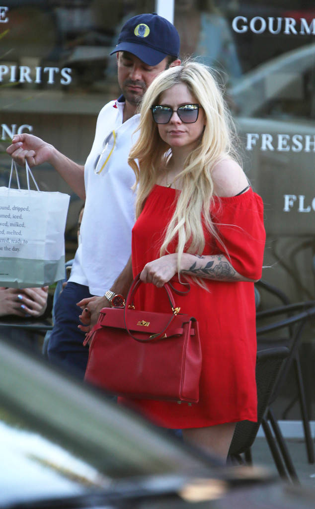 New Billionaire Boyfriend Of Avril Lavigne  Hollywoodgossip