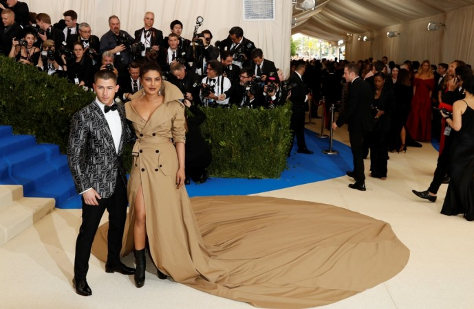 The Romantic Way Nick Jonas Proposed Priyanka Chopra Hollywoodgossip
