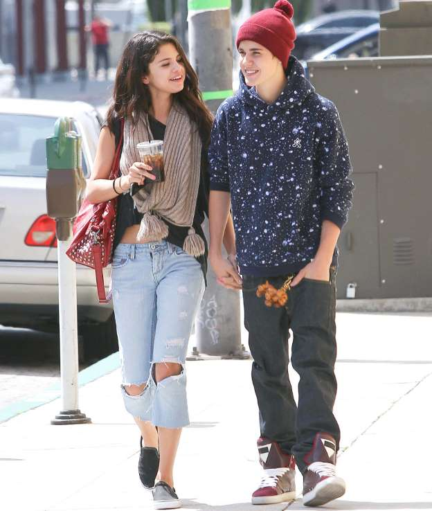 Selena Gomez Reaction On Engagement of Justin Bieber And Hailey Baldwin Hollywoodgossip