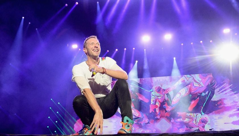 Chris Martin Played The Titanic Song HollywoodGossip