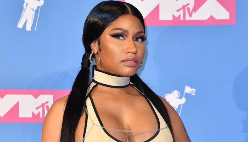 Nicki Minaj Suffered A Wardrobe In Philadelphia HollywoodGossip