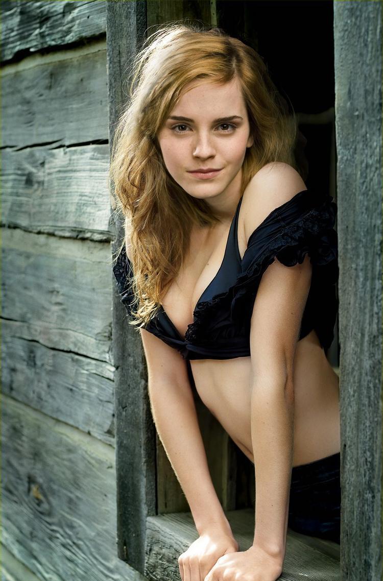 Emma Watson Hottest S3xiest Photo Images Pics HollywoodGossip