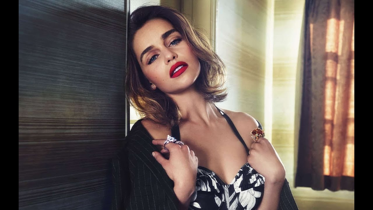 Emilia Clarke Hottest S3xiest Photo Images Pics HollywoodGossip