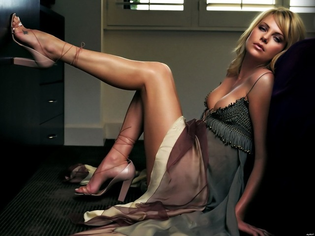 Charlize Theron photos,pics,images