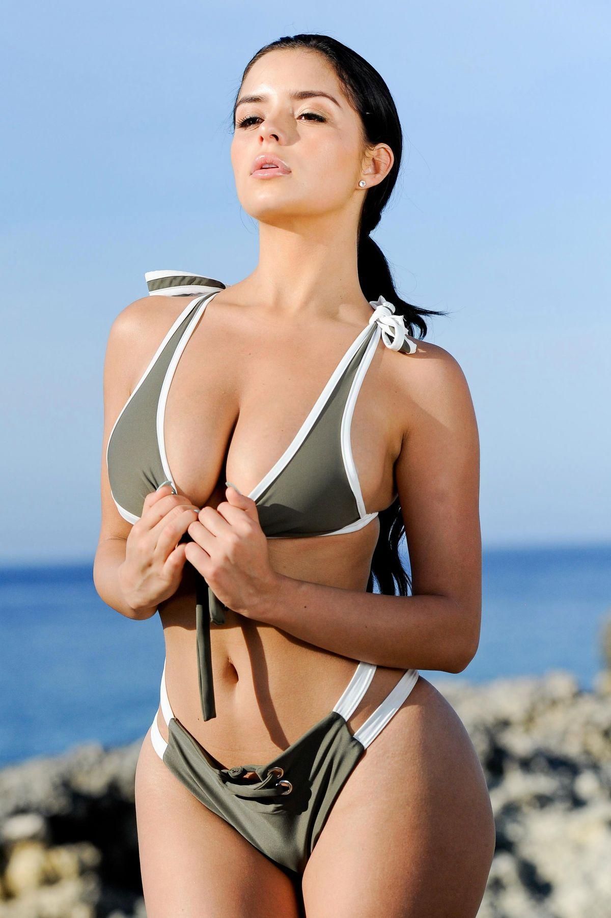 Demi Moore hot pics images photos