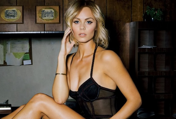 Laura Vandervoort hot pics images photos