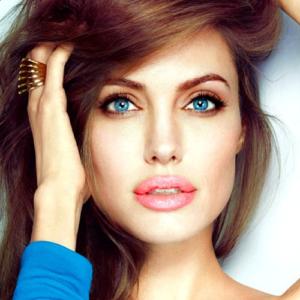 Angelina Jolie eyes pics