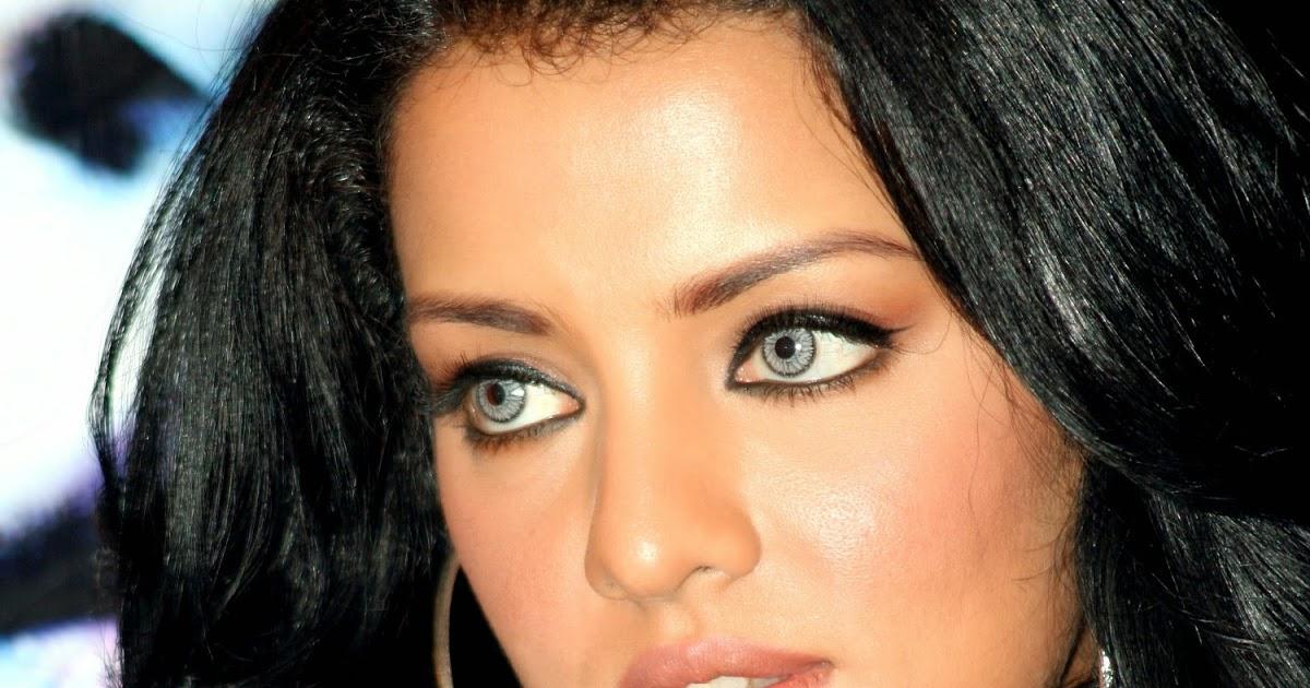 Celina Jaitley eyes pics