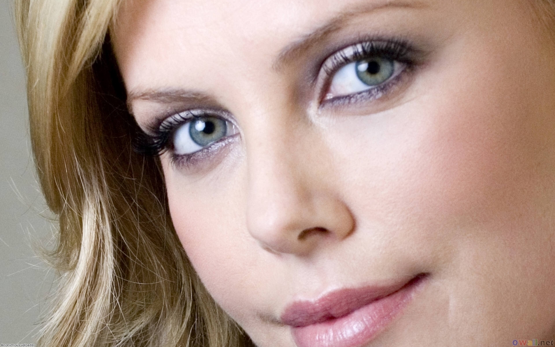 Charlize Theron eyes pics