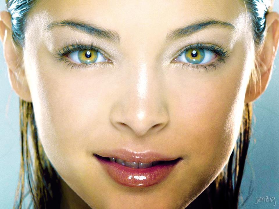 Kristin Kreuk eyes pics